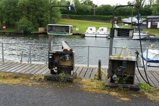 Carrybridge 湖濱木屋照片