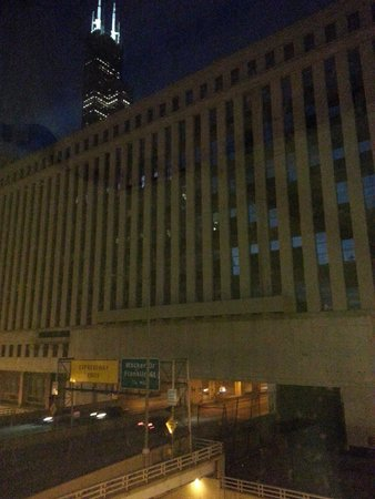 Holiday Inn Chicago Downtown : Old Post Office & Willis Tower