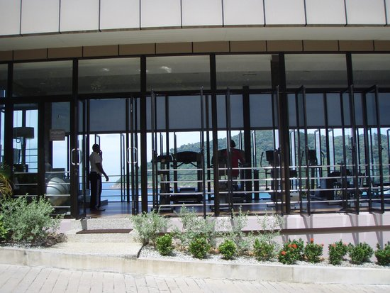 The Taaras Beach & Spa Resort : тренажерный зал