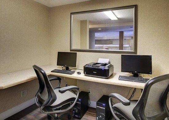 Quality Inn & Suites: SCBusiness Center