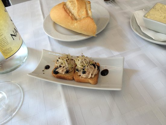 Restaurante Palangreros: Amuse-bouche of tuna pate