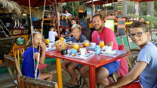 L'Hostellerie Provencale: Petit dej en famille