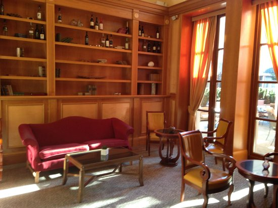 Imperial Riding School Renaissance Vienna Hotel: Library area of the main lobby