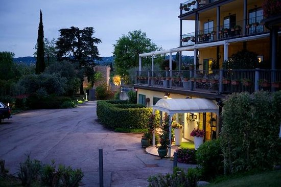 Hotel Riva Del Sole: The Entrance