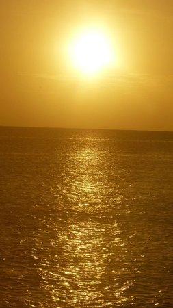 Komandoo Maldives Island Resort: Sunrise