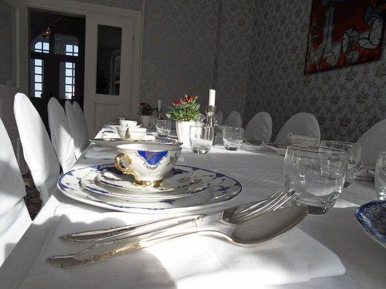 Annas Hotell: Settings