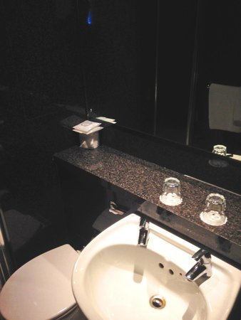 St Giles London - A St Giles Hotel: Bathroom (standard room)