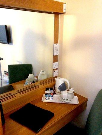 St Giles London - A St Giles Hotel: Desk area
