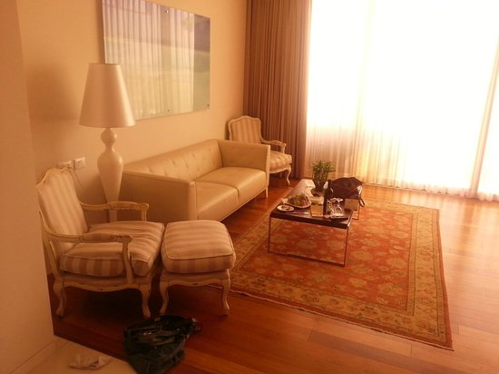 Hod Hamidbar Resort and Spa Hotel: sitting area in the suite