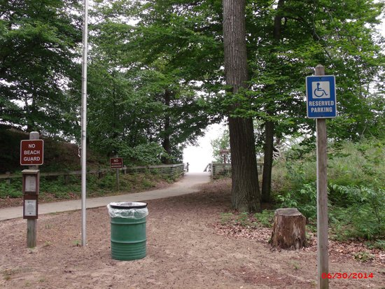 Muskegon State Park : Beach access