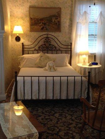 Pilgrim House Inn: Second floor room