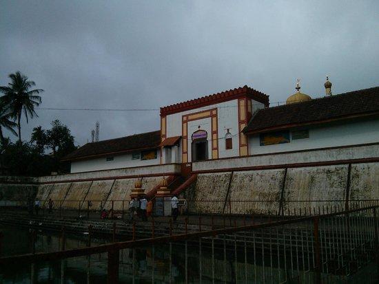 Omkareshwara Temple: Temple entrance
