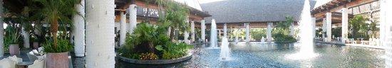 The Grand Mayan Nuevo Vallarta: Santuario (ingreso al resort)