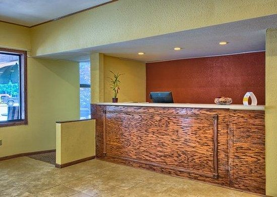 Rodeway Inn: MIFront Desk