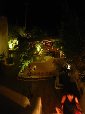 Mourella Restaurant: As you descend the steps you realise the beauty of the place!