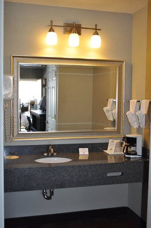 BEST WESTERN Willows Inn: Guest Bathroom