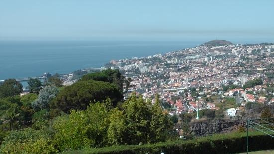 Madeira Botanical Garden: Funchal laid at your feet