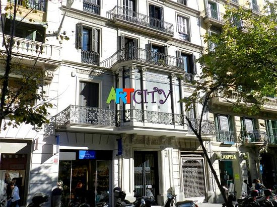 Art City Hostel: View from the street