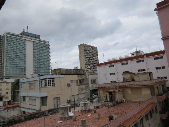 Hotel Vedado: Vista de la ventana de la habitación