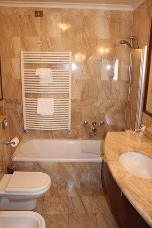Hotel Violino d'Oro: Banheiro