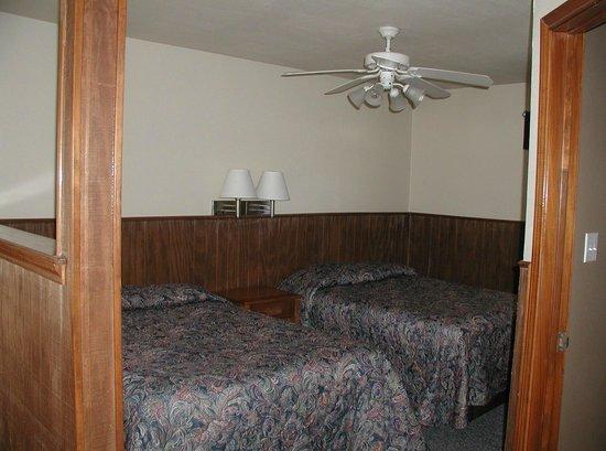 Cedar Mills Marina & Resort: Bedroom