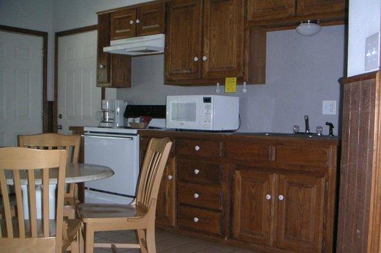 Cedar Mills Marina & Resort: Kitchen
