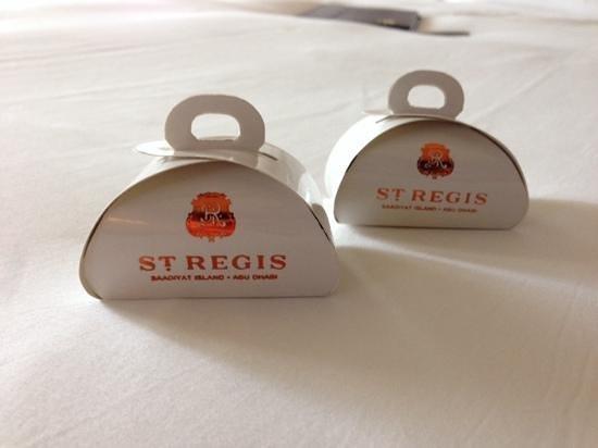 The St. Regis Saadiyat Island Resort: Pralinen als Betthupferl