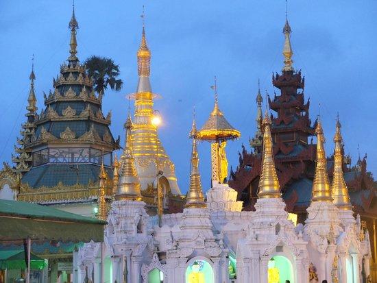 Pagode Shwedagon : De nuit