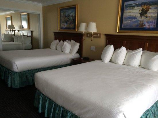 La Mer Beachfront  Inn: Clean Rooms