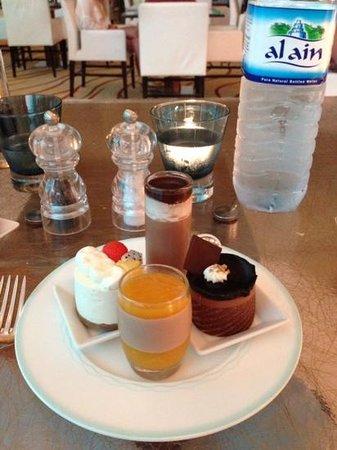 The St. Regis Saadiyat Island Resort: tolle Dessert im Buffet Restaurant Olea