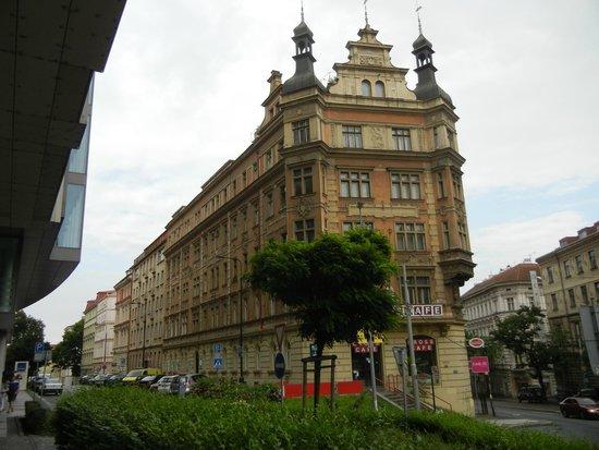 Ankora: Vor dem Hotel