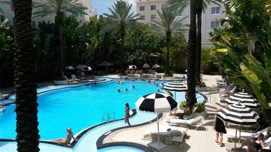 The Raleigh Miami Beach: Super nice pool
