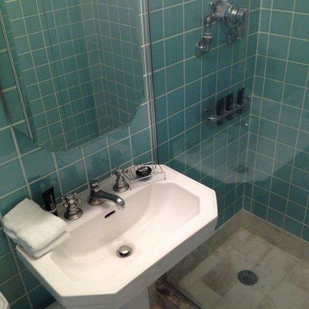 The Raleigh Miami Beach: Bathroom of room 605