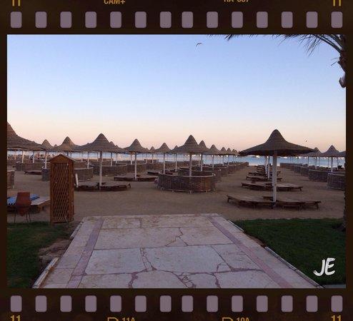Siva Grand Beach Hotel : Gang zum Strand