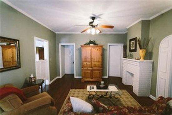 The Mount Vernon Inn: Philander Chase House