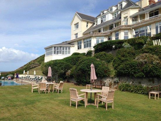 Watersmeet Hotel: New garden furniture