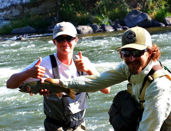 Clearwater Lodge at the Pit River: Fishing the Pit Rver