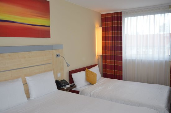 Holiday Inn Express Berlin City Centre-West: stanza