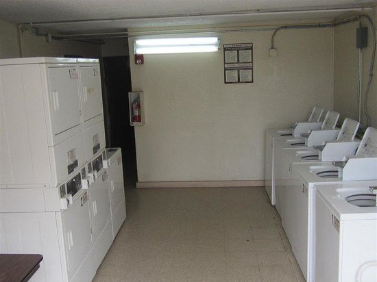 Americas Best Value Inn - Corpus Christi North/Airport : Laundry Room