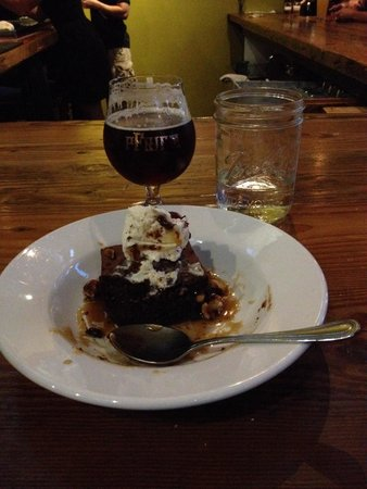 pFriem Family Brewers: Decadent chocolate deliciousness paired with the Belgian strong dark, yummmmmm....