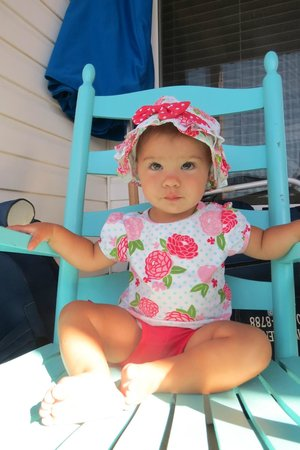 The Winds Resort Beach Club: Liliana loved the rocking chair