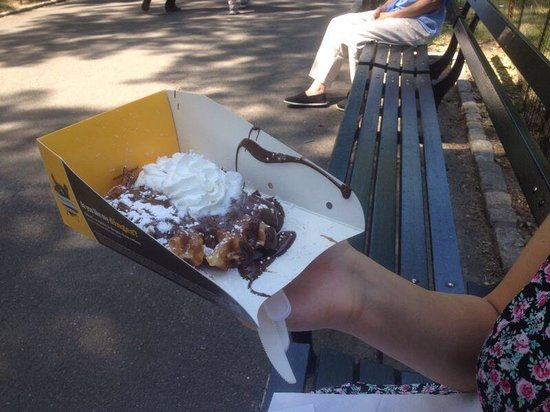 Wafels & Dinges: spekuloos spread with choccolate and whip cream