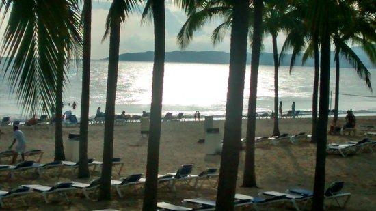 Hotel Riu Vallarta: Atardecer en la playa