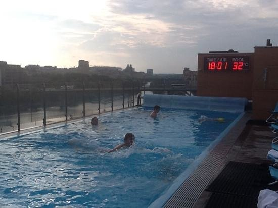 Clarion Hotel Sign: rooftop pool at hotel