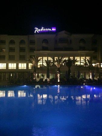 Radisson Blu Resort & Thalasso: panoramica esterna di sera