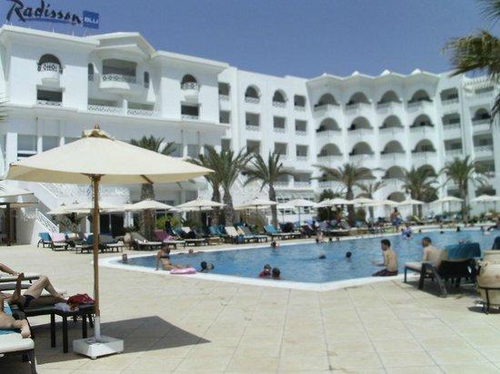 Radisson Blu Resort & Thalasso: zona piscina