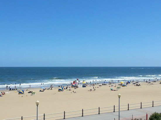 Four Points by Sheraton Virginia Beach Oceanfront: View of beach from room 311