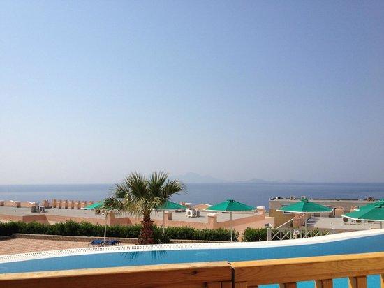 Mitsis Family Village Beach Hotel: vue de la chambre
