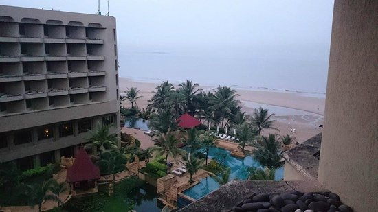 JW Marriott Mumbai Juhu : view from the ocean view rooms