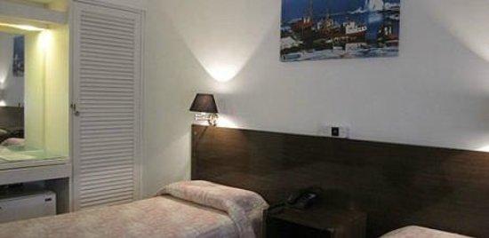 Bonne Etoile Hotel: habitaciones dobles matrimonial con somier y baño en suite